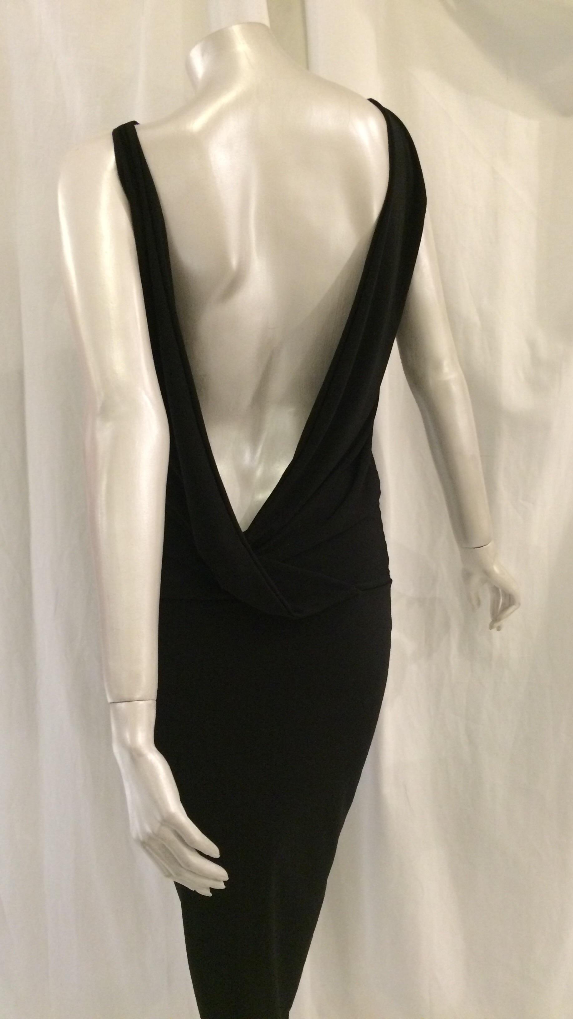 ccd47122 Designer festkjole: Kort kjole m dybt kryds i ryggen, sort ...