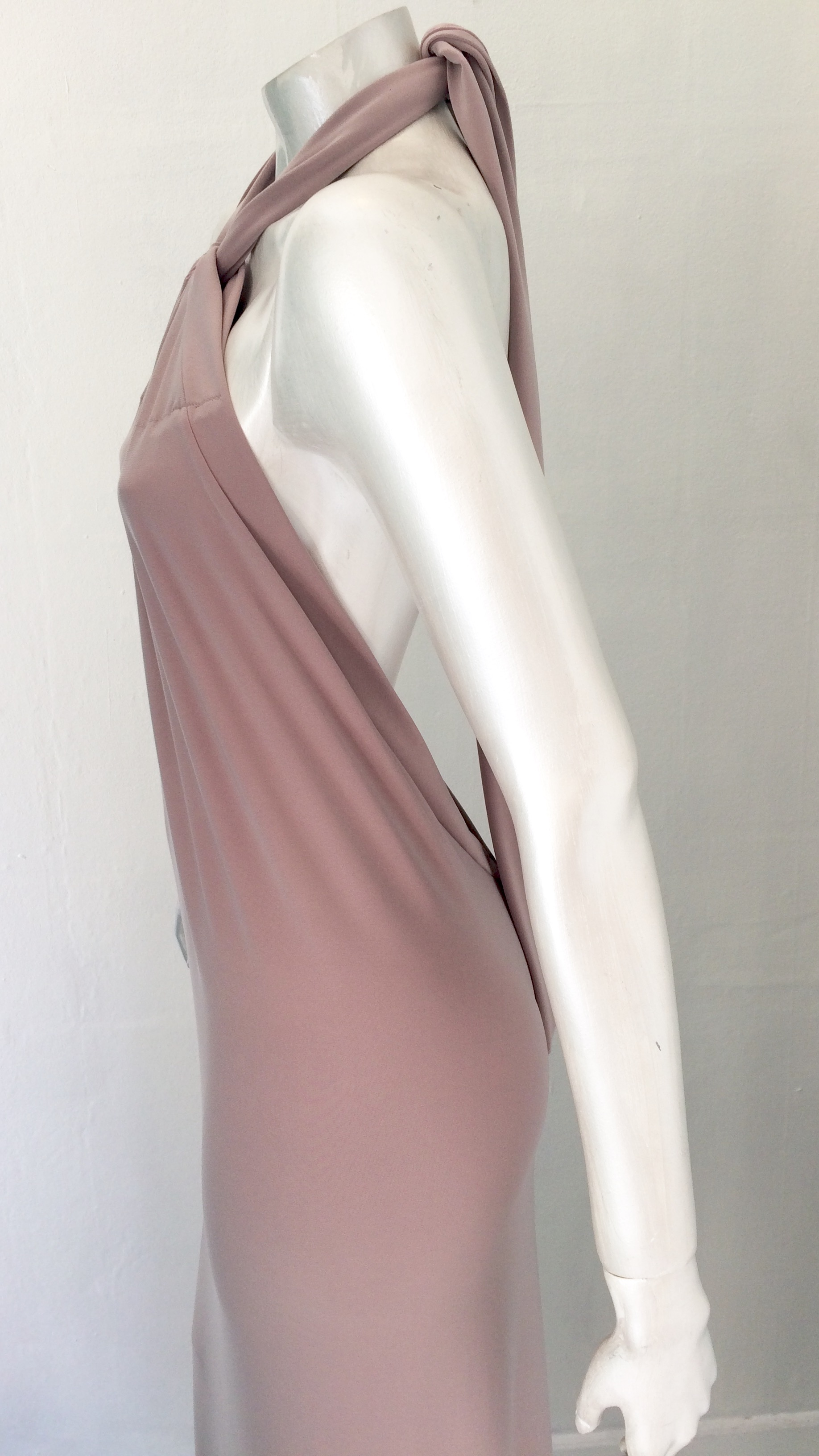30679175f05 Designer festkjole: Lang kjole m tørklæde pudderfarvet - Festkjoler ...