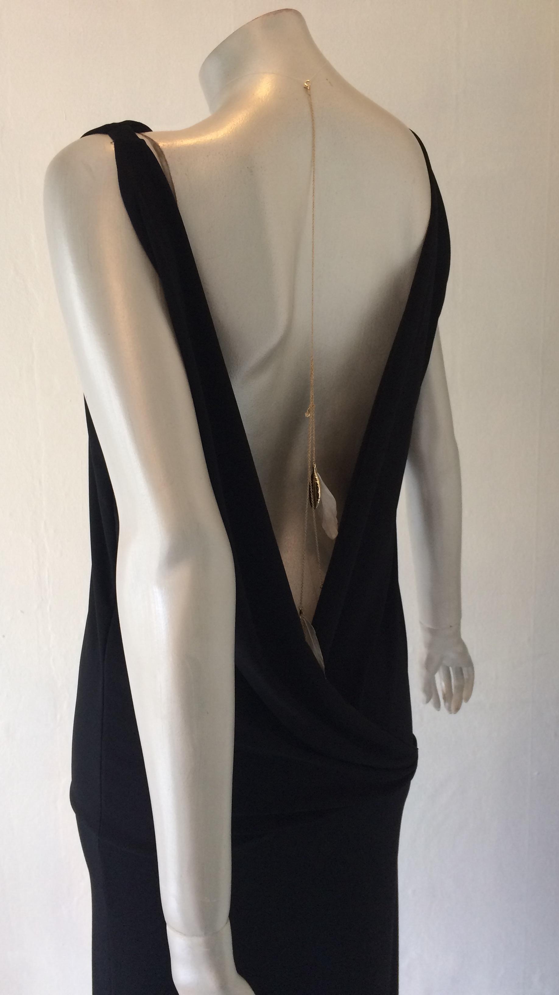 ff472e3862a Lang kjole m dybt kryds i ryggen, sort
